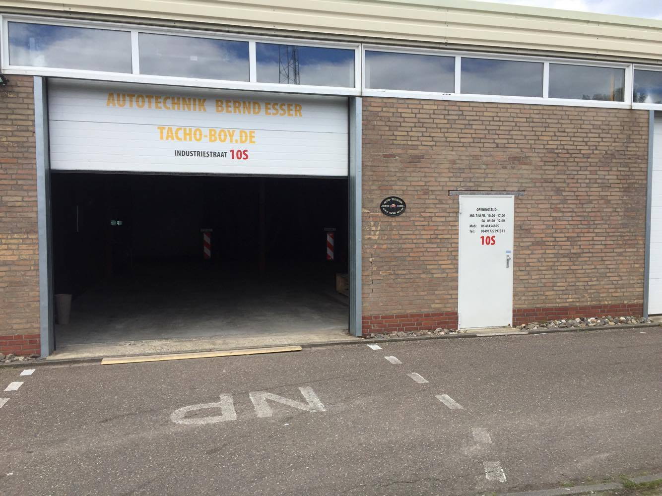 De Garage Sittard : Verdachte vaten gevonden in garage sittard limburg nieuws en